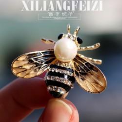 西凉妃子 气质爆款新品满钻蜜蜂珍珠胸针小别针时尚外套开衫女领针扣徽章 X899-88