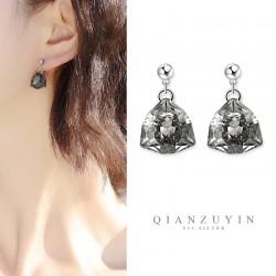 千族银 S925银针耳环水滴状水晶吊坠多面切割简约优雅 Q561-45